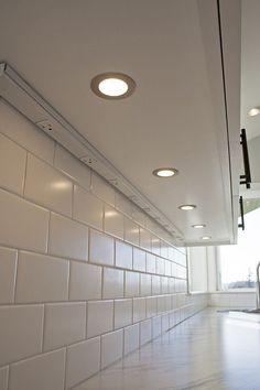 under cabinet lighting and invisible power strip keeps the backsplash design obstruction free.