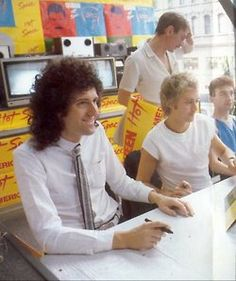 Brian May, Roger Taylor, and John Deacon Queen E, Queen Band, I Am A Queen, Save The Queen, Queen Photos, Queen Pictures, Queen Images, John Deacon, Queen Brian May