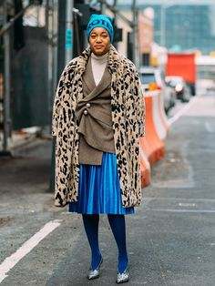 A pair of colorful tights might be daunting for an adult. Look to our favorite street style stars to see how they wear the vibrant trend. Yellow Tights, Colored Tights, Black Tights, Star Fashion, Girl Fashion, Neutral Outfit, Tights Outfit, Who What Wear, Clothing Patterns