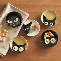cat plates - make something like this with ceramic paint.