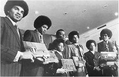 LA STRADA CHE PORTA IL LORO NOME 21 gennaio 1971, è  in quel periodo che l'allora sindaco di Gary, Richard G. Hatcher, inaugurò la strada dedicata ai Jackson Five, proprio quella che conduceva alla loro abitazione, una bella festa vide coinvolta... (continua a leggere)