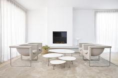 Inspired by the shape of nature, like stones, STUA Eclipse tables by some Nube armchairs. ECLIPSE: www.stua.com/eng/coleccion/eclipse.html USA: www.dwr.com/stua