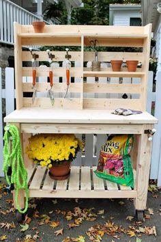 If you're tired of starting seeds on the kitchen counter, use these free, DIY potting bench plans to build your own outdoor potting station! by delia table 50 Best Potting Bench Ideas To Beautify Your Garden Outdoor Furniture Plans, Garden Furniture, Diy Furniture, Furniture Projects, Pallet Potting Bench, Potting Tables, Home Design, Diy Design, Modern Design