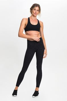 Made from the exclusive Matrix® fabric with added Lycra® stretch, these seamless sides leggings offer cotton-like comfort alongside a flattering fit, quick-drying qualities and superior durability. Features a wide dual-layer V shape waistband designed to enhance support around the lower abs and hips.