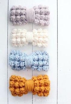 crochet bow pattern Chunky Bobble Bows Design by Lulu Loves Free pattern available via The Yarn Box Crochet Diy, Quick Crochet, Unique Crochet, Chunky Crochet, Love Crochet, Crochet Crafts, Crochet Flowers, Crochet Projects, Bobble Crochet