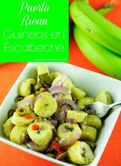 Learn how to make guineos en escabeche with this simple recipe! Guineos en escabeche is a green banana salad from Puerto Rico that makes a delicious side dish! Puerto Rican Dishes, Puerto Rican Cuisine, Puerto Rican Recipes, Cuban Recipes, Spanish Recipes, Puerto Rican Gazpacho Recipe, Steak Recipes, Pasteles Puerto Rico Recipe, Puerto Rican Appetizers