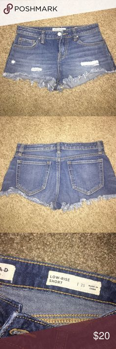 Bullhead Low-Rise shorts Worn once, too short for me now. Super cute! ☺️ Make offers!!! Bullhead Shorts Jean Shorts