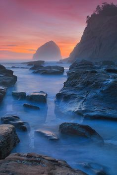 Haystack and Tide Pools - Cape Kiwanda State Natural Area, Oregon fog or an ocean ? Places To Travel, Places To See, Cape Kiwanda, Vida Natural, Crater Lake, Tide Pools, Cannon Beach, Oregon Travel, Oregon Coast