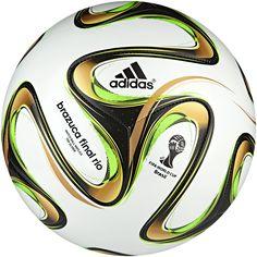70d582e170 Bola Brazuca Glider Final Rio Copa do Mundo da FIFA 2014™ adidas