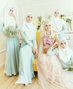 @Regrann from @theartofwalima - Gorgeous #bride #bridesmaids #hijabibride…
