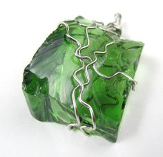 Pendant Wire Wrapped Glass Fern Green ready to by InMetalJewelry