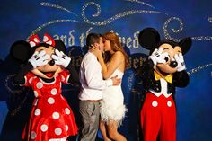 I'd die for a proposal in Disneyworld like this, this would totally be the best!!
