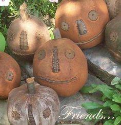 Rabbit Hill Primitives JOL Pumpkins Love these! Primitive Fall Decorating, Primitive Autumn, Primitive Pumpkin, Diy Pumpkin, Primitive Crafts, Primitive Christmas, Country Christmas, Christmas Christmas, Primitive Stitchery