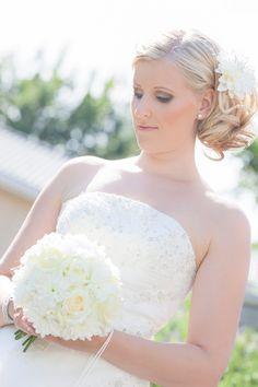 Hääkimppu, morsian, kesä One Shoulder Wedding Dress, Wedding Photography, Wedding Dresses, Fashion, Bride Dresses, Moda, Bridal Gowns, Fashion Styles, Weeding Dresses