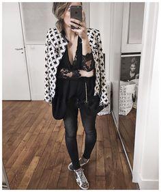 """""""Ce matin, veste kaki par dessus (aperçu sur Snapchat)! Et coup de cœur pour cette veste Iro : j'aimais déjà beaucoup la version unie noire mais encore…"""""""