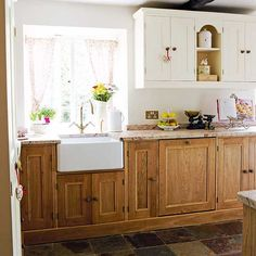Designing a country kitchen - Period Living Oak - Leather finish Granit