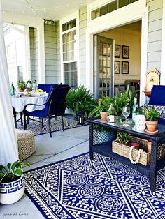 Summer Outdoor Living Tour - ideas and inspiration for your patio, porch and outdoor spaces-lush greenery and hanging curtains Patio Design, House Design, Blue Patio, Home Modern, Outdoor Living Rooms, Outdoor Spaces, Summer Porch, House With Porch, White Decor