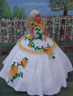 Irresistible Crochet a Doll Ideas. Radiant Crochet a Doll Ideas. Crochet Doll Dress, Crochet Barbie Clothes, Crochet Doll Pattern, Knitted Dolls, Easy Crochet Patterns, Barbie Knitting Patterns, Barbie Patterns, Habit Barbie, Crochet Mignon