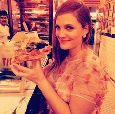 Drew Barrymore had pizza post-show: | 29 Celebrity Instagrams From The Golden Globes That You Need To See