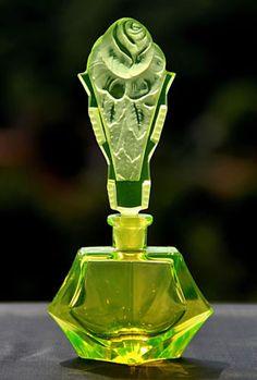 DIAMANT-QUEEN-Art-Deco-Signed-Perfume-Bottle-PESNICAK-uranium-Colour