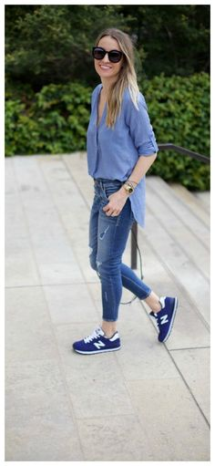 15 trendy sneakers new balance outfit fashion. Blue Sneakers Outfit, Nb Sneakers, Sneaker Outfits Women, How To Wear Sneakers, Tennis Shoes Outfit, Sneakers Fashion Outfits, Dress With Sneakers, Mode Outfits, Outfit Jeans