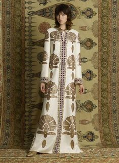 See the complete Tory Burch Pre-Fall 2017 collection.