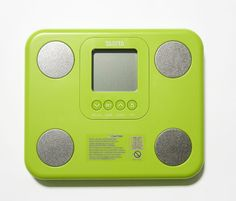 """Zielony analizator składu ciała Tanita BC-730 - pieszczotliwie nazywany """"żabką"""" :) to niewielki analizator który idealnie współgra z małą łazienką lub zmieści się do walizki podróżnej. Oferuje wszystkie podstawowe funkcje analizy składu ciała czyli wagę, ilość tłuszczu i mięśni, poziom nawodnienia, wisceralną tkankę tłuszczową. Nintendo Consoles, Aloe Vera, Monitor"""