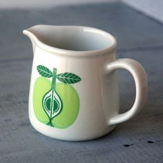 Arabia of Finland Pomona Apple Creamer Vintage Dishware, Vintage Cups, Vintage Dishes, Vintage Ceramic, Ceramic Teapots, Porcelain Ceramics, Nordic Art, Scandinavian Design, Pottery