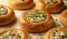 Korvasienipiirakat | #maajakotitalousnaiset #resepti #sieni #korvasieni #piirakka Maa, Baked Potato, Potatoes, Baking, Ethnic Recipes, Food, Potato, Bakken, Essen