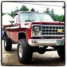 THIS IS THE TRUCK I WANT IF I WANTA GO MUDDIN AND SHOWING OFF!! This would also be awesome if it was black