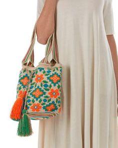 Idea, two handles. Guanabana handmade wayuu bag with two handles Tapestry Bag, Tapestry Crochet, Small Crochet Gifts, Mochila Crochet, Art Bag, Boho Bags, Craft Bags, Tote Pattern, Crochet Handbags