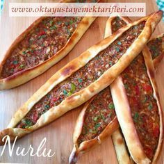 As in Nurlumutfak week, we started pideyl one of the most popular food in our house . this time to those inside the pita pizza for our . Pide Recipe, Comida Armenia, Meat Recipes, Cooking Recipes, Turkish Recipes, Ethnic Recipes, Minced Meat Recipe, Middle Eastern Recipes, Arabic Food