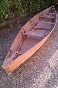 einfache heimwerkerprojekte Simple Canoe: There have been a few canoe like objects put up on instructables but this one is really a pirogue- or flat bottom canoe. Wooden Boat Kits, Wooden Boat Building, Wooden Boat Plans, Boat Building Plans, Canoe Plans, Sailboat Plans, Wooden Sailboat, Plywood Boat, Wood Boats