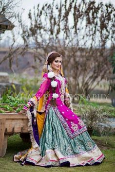 The brides are very careful in the selection and design of Mehndi dresses of Pakistan. Pakistani Bridal Lehenga, Pakistani Wedding Dresses, Pakistani Outfits, Indian Dresses, Indian Outfits, Punjabi Wedding, Bridal Mehndi Dresses, Mehendi Outfits, Bridal Outfits
