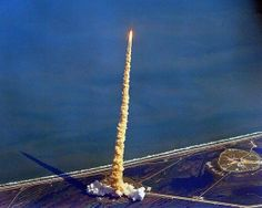Of Interest to Me: Extraordinary photos of the Space Shuttle launch seen from airplanes - via http://bit.ly/epinner