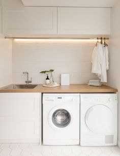 Laundry Room Ideas Discover This stylish laundry will make you want to do the washing With its herringbone oak benchtop white hexagon tiles and bagged-brick splashback this laundry is anything but ordinary. Take a look here Laundry Decor, Laundry Room Organization, Laundry Room Design, Laundry In Bathroom, Organization Ideas, Laundry Room Small, Laundry Cupboard, Ideas For Laundry Room, Laundry In Closet