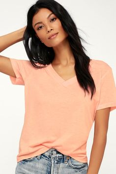 3256c34ae27f41 Lulus Exclusive! The Lulus Rowan Light Peach V-Neck Tee is ready for  anything