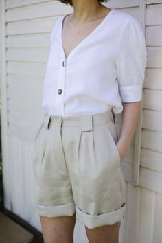 Item: Handmade and made to order Color: Beige Style: Casual Waist: High Fly type: Zipper and button closure Pockets: Yes Material: Linen Tokyo Street Fashion, Short Outfits, Summer Outfits, Casual Outfits, Beige Style, Beige Color, Soft Shorts, Linen Shorts, Grunge Style