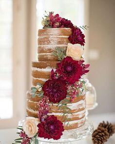 Nos encantan las celebraciones con aire rural, rústico y dulce. Es por eso que seguimos apostando por los NAKED CAKES, dan un toque precioso, ¡y también lo son!  . . . #candy #sweet #nakedcake #cake #wedding #flowers #love #candybar #boda #mesasdulces
