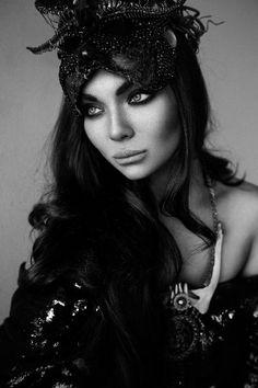 sukienka Gabriela Hezner modelka Luxuria Astaroth  fotograf Martyna Gomuła