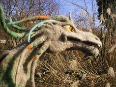 Needle felted dragon!  Junger Drache handgefilzt OOAK Handpuppe von Majada´s Spiegelungen auf DaWanda.com