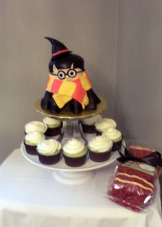 harry potter cake and cupcakes (green tinted w/ vanilla icing). Looks great