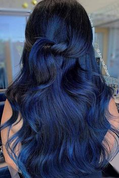 African Women Hairstyles Blue black hair color ideas you can create using blue black dye and all the tips to make it last as long as possible! Blue Black Hair Dye, Blue Ombre Hair, Hair Color For Black Hair, Blue Tips Hair, Summer Hairstyles, Cool Hairstyles, Wedding Hairstyles, Party Hairstyles, Medium Hair Styles