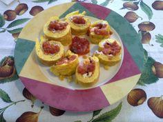 Rotolo di frittata con formagggio, prosciutto e passata di pomodoro!!!
