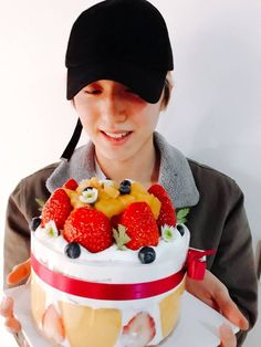 Sexy Cakes, Chani Sf9, Bellisima, Raspberry, Fruit, Happy People, Boyfriend Material, Crushes, Universe