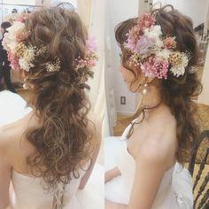 お色直しにおすすめのダウンスタイルのブライダルヘアまとめ | marry[マリー] Dress Hairstyles, Bride Hairstyles, Cute Hairstyles, Bridal Hair And Makeup, Hair Makeup, Curly Hair Problems, Bridal Hair Inspiration, Hair Arrange, Hair Images