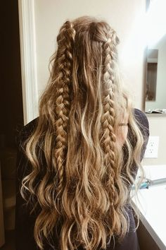 30 Trendy Hairstyles For School Updo Messy Buns - Hair Styles For School Cute Simple Hairstyles, Beautiful Haircuts, Teen Hairstyles, Simple Hairstyles For Long Hair, Half Braided Hairstyles, Cute Everyday Hairstyles, Cute Hairstyles For School, Amazing Hairstyles, Casual Hairstyles