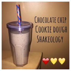 Serves 1 Container Equivalents (per serving): 1 Red, 1 Yellow *Note: If you want to count almond milk as a yellow, go for it, otherwise it's a freebie! Ingredients 1 scoop Vanilla Shakeology …