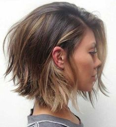 40 Timeless Classic Among Women's Bob hairstyles Short Bob is a classic haircut that every woman should try at least once in a lifetime. The reason - this hairstyle has timeless elegance and w. Womens Bob Hairstyles, Layered Bob Hairstyles, Spring Hairstyles, Classic Hairstyles, Choppy Hairstyles, Bob Hairstyles 2018, Woman Hairstyles, Popular Hairstyles, Easy Hairstyles