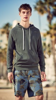 Boxy silhouettes and denim combine with sporty cuts to create a dynamic getaway look. Fashion Ideas, Kids Fashion, Men's Fashion, Man Wear, H M Man, Latest Mens Fashion, Sport Man, Casual Street Style, Men's Style